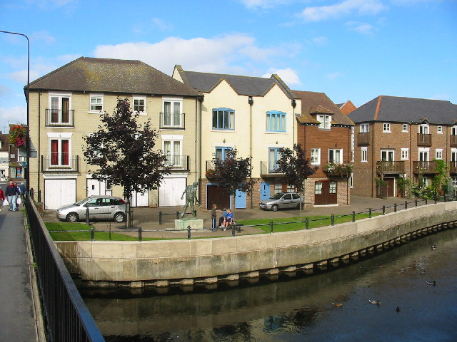 Modern housing beside the River  Avon, Fordingbridge.