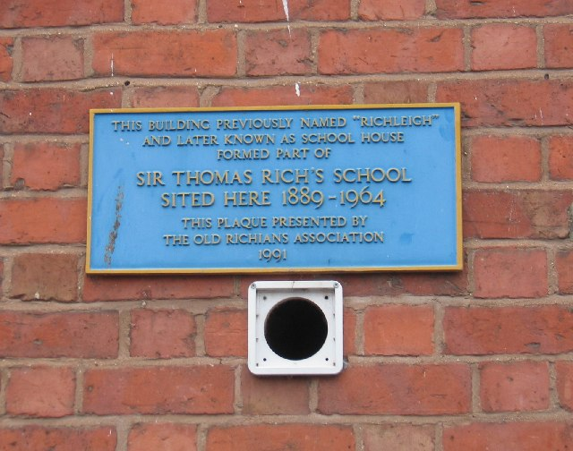 Plaque on the front of Richleigh