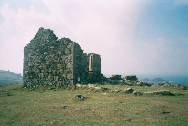 Ruined building, Kenidjack Castle