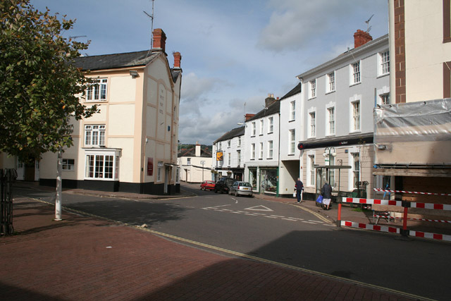White Hart Inn >> Wiveliscombe: the White Hart and the... © Martin Bodman cc-by-sa/2.0 :: Geograph Britain and Ireland