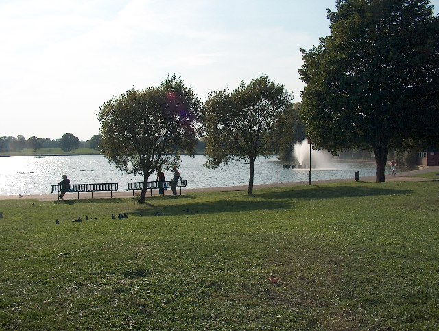 Burgess Park Lake and fountain
