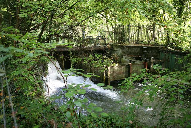Disused lock on River Itchen near Brambridge