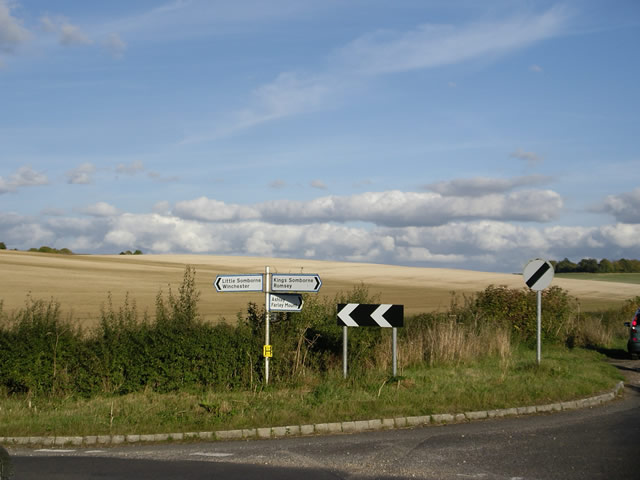 Minor road junction, west of King's Somborne