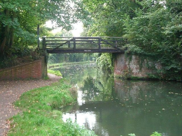 Murray's bridge over the Wey Navigation