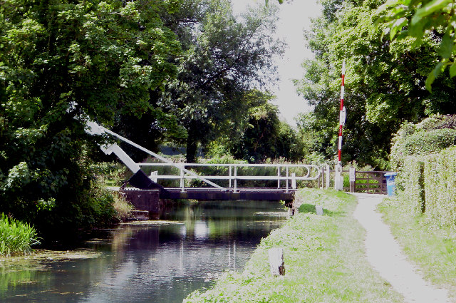 Swing Bridge over the Basingstoke canal