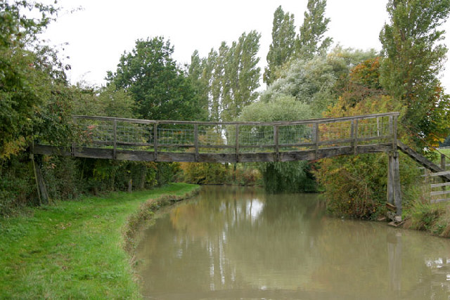 Wooden bridge over the Oxford Canal