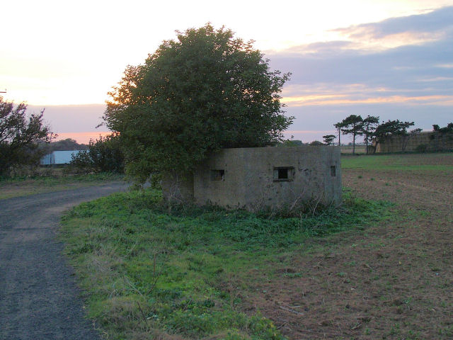 Pillbox near Buckanay Farm, Alderton