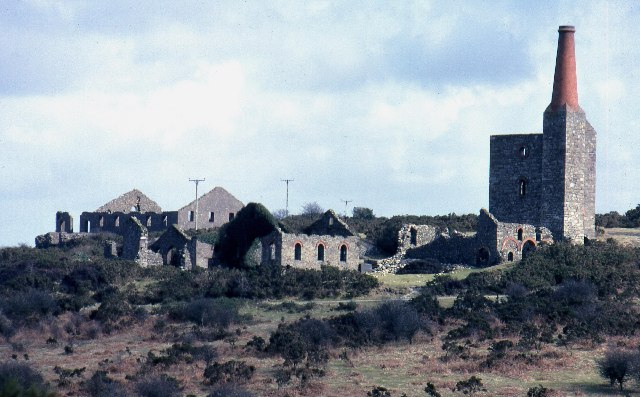Disused copper mine buildings near Minions