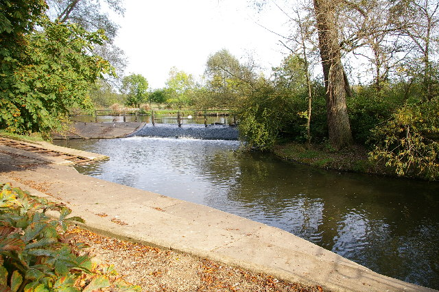 Weir on River Cherwell, Oxford.