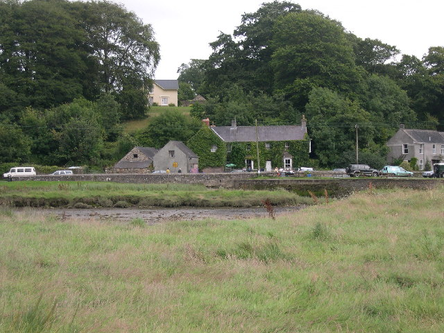 Cresselly Arms from across the river