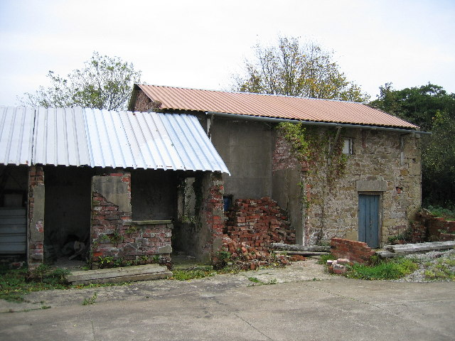 Derelict Farm Buildings near Dingle Wood