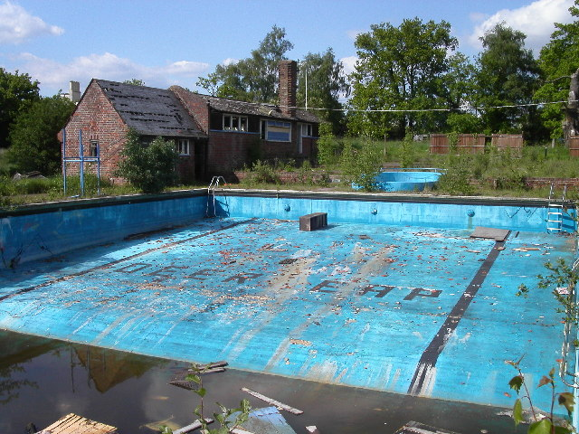 Deer Leap swimming pool, Ringshall