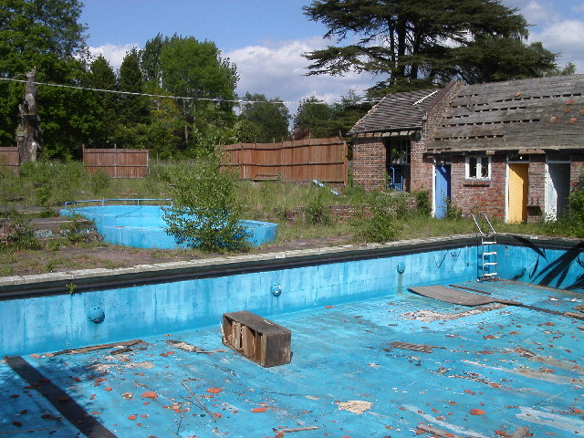 Deer Leap Swimming Pool Ringshall Dennis Jackson Cc By Sa 2 0 Geograph Britain And Ireland