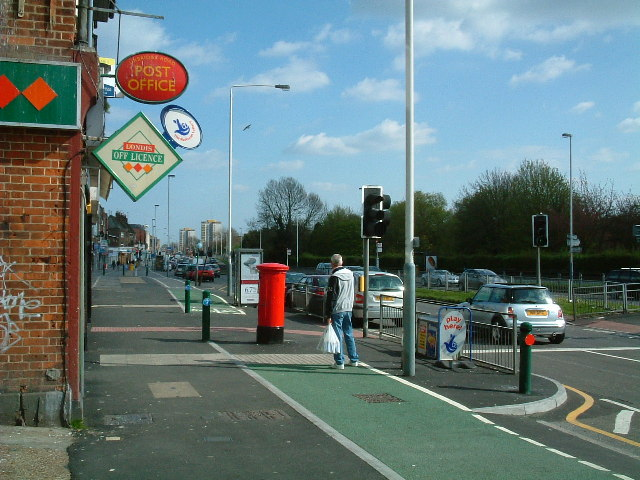 Uxbridge Road looking east