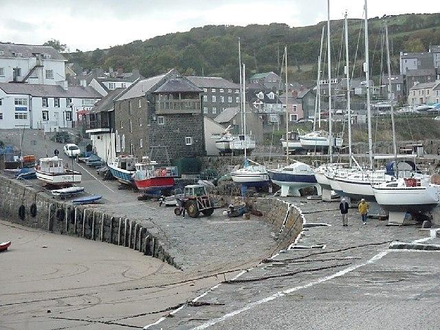 Ceinewydd harbour