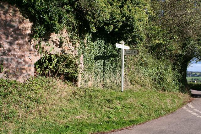 Burlescombe: old limekiln at Knowle Cross
