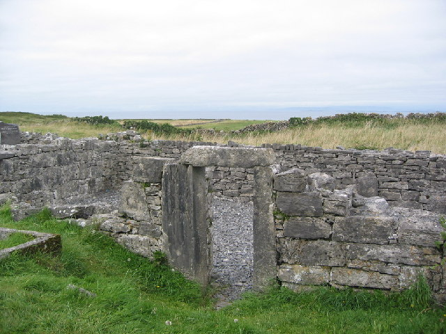 Na Seacht Teampaill (The Seven Churches), Inis Mór