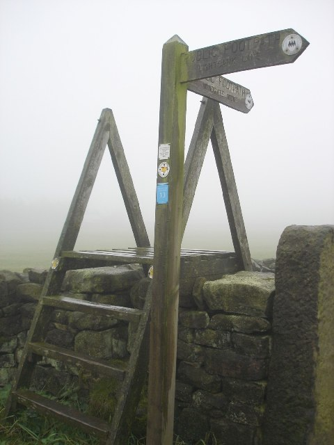 Fingerpost and stile at Hodsons Farm