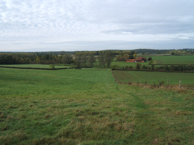 Footpath crossing field above Chasemore Farm