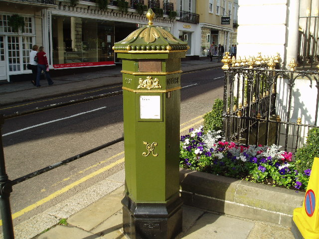 Green postbox, Windsor