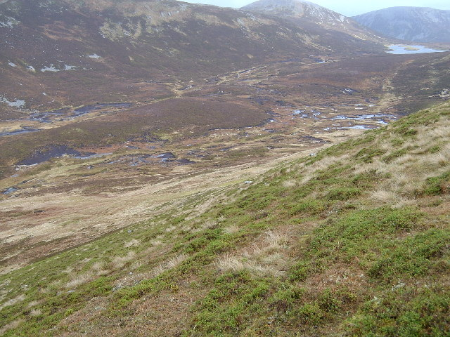 Boggy ground below Mam nan Carn