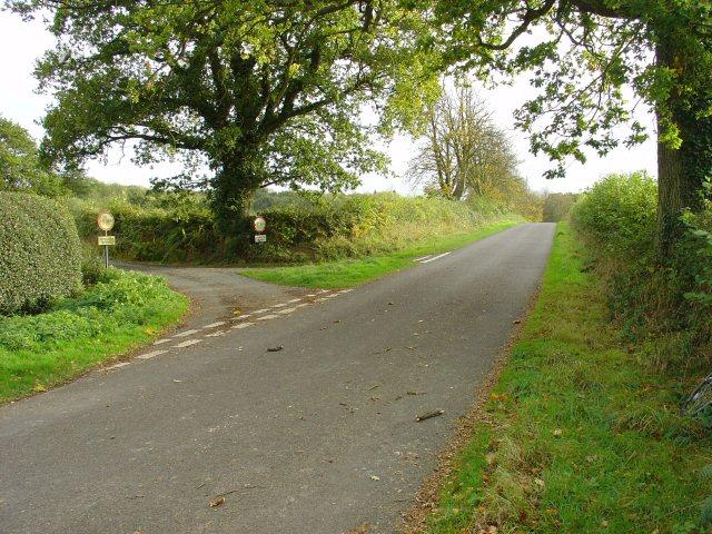 Junction of Mallion's Lane near Stanbridge Grange Farm.