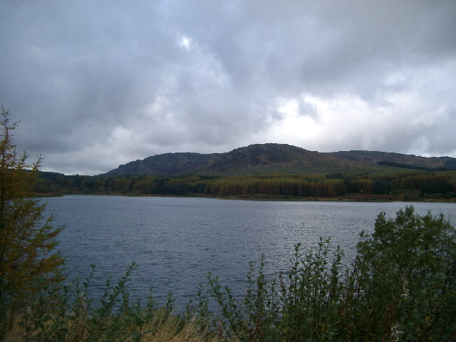 Low Craignell across Clatteringshaws Loch
