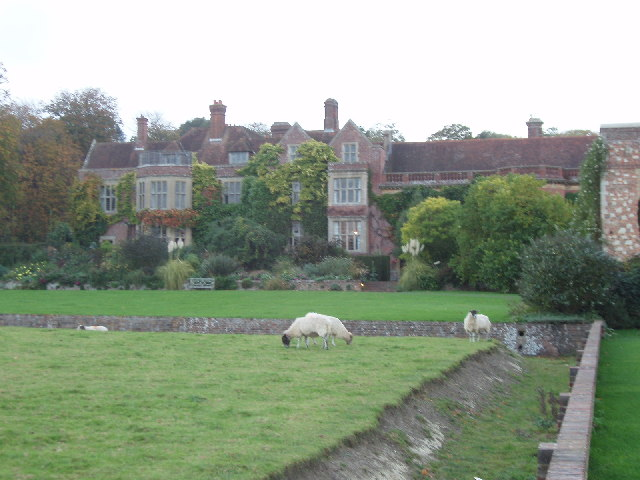 Glyndebourne - house with sheep and ha-ha