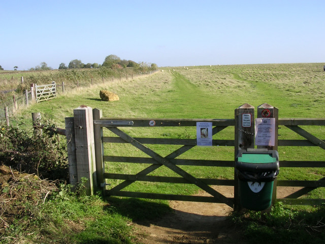 Gate into a field on Butcher's Hill