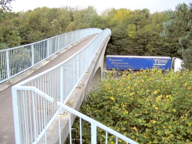 Footbridge over M4 at Hendy