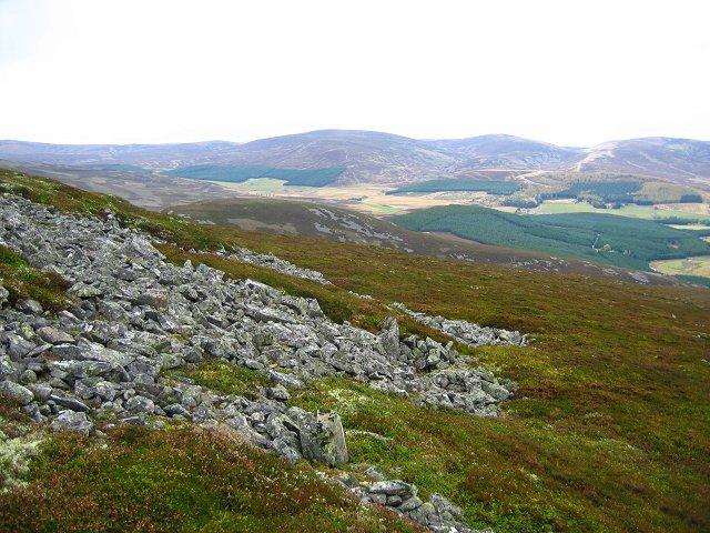 Northwest end of Carn Leac Saigdeir