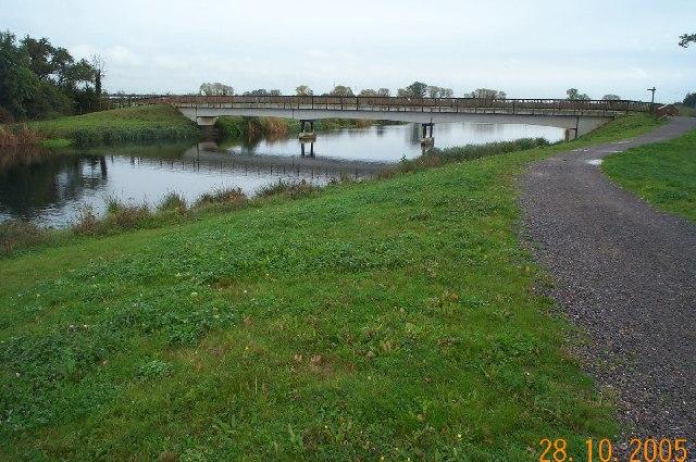 Jubilee River: Footbridge near Glebe Close, Dorney Reach