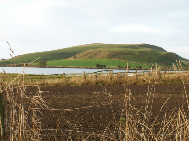 Carnbee reservoir and the NE slopes of Kellie Law.
