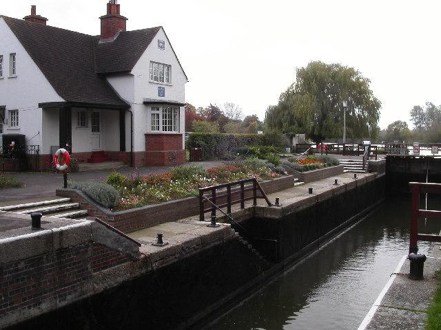 Benson lock on the river Thames