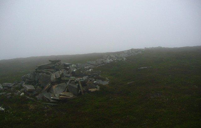 Old dyke, Beinn Mheadhonach.