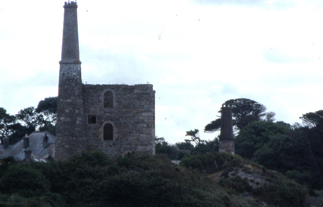 Mine engine house and stack, St Agnes