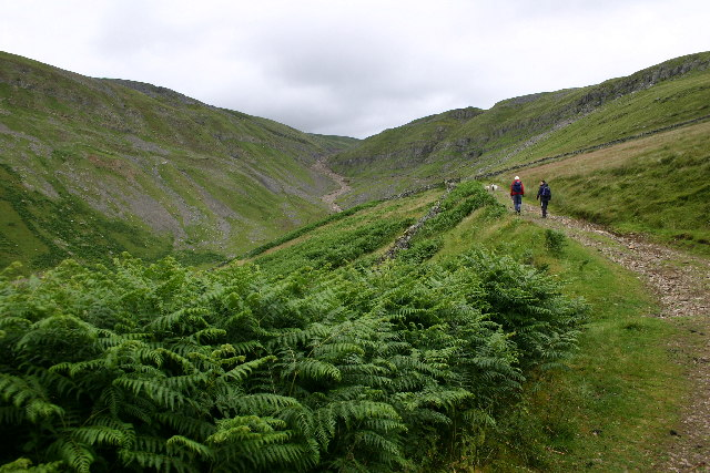 The track up to Dufton Fell