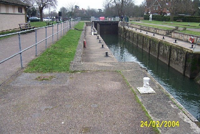 River Thames: Shepperton Lock