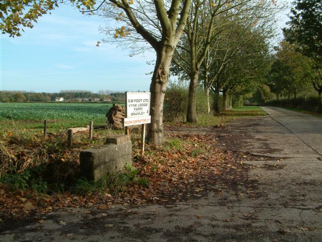 The Entrance to  Vyne Lodge Farm