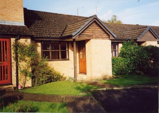 bungalow in quiet Elmbridge estate