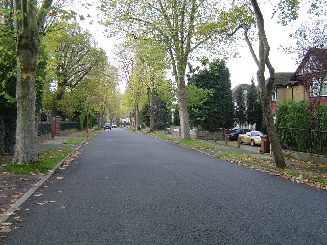 Hatch End: Royston Park Road