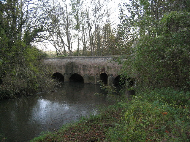 Heyford Bridge over River Cherwell looking south