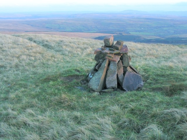 Cairn on the south rise of Fan Nedd