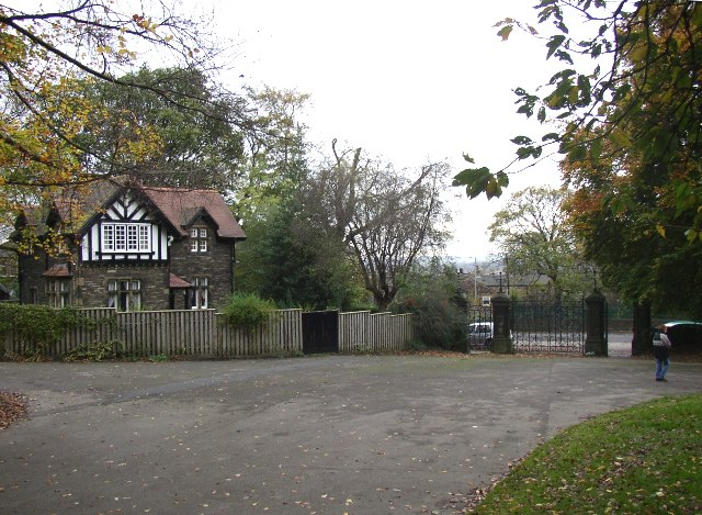 Lodge and gateway to Crownest Park