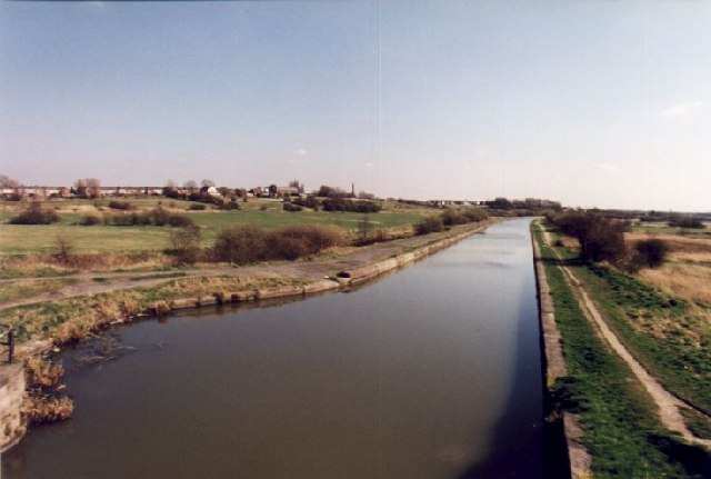 The Leeds & Liverpool Canal from Bamfurlong Bridge, looking South