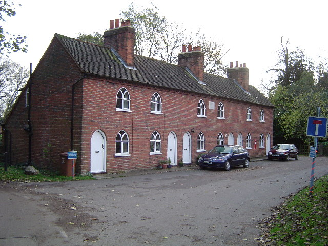 Sarratt: Almshouses, Church End