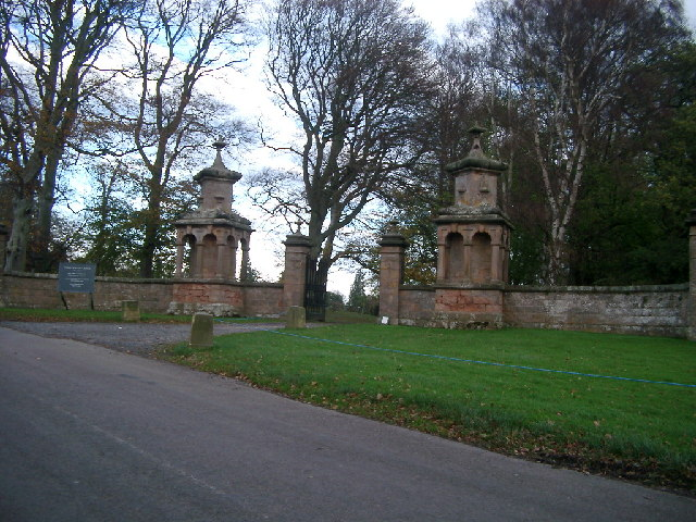 Gates at west lodge, Chillingham