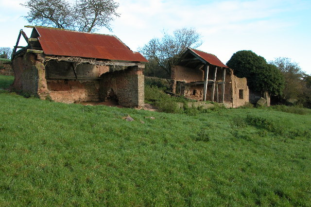 Derelict buildings near Coldridge