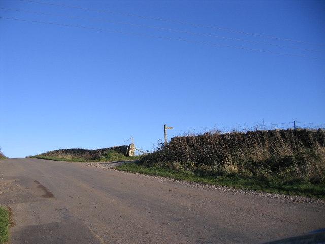 Croft End Farm and Footpath Entrance