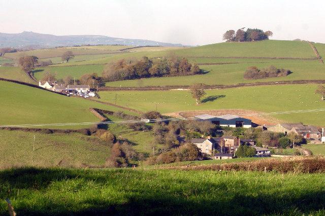 Longcombe farm and Longcombe Cross